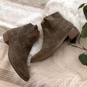 MADEWELL▪️Ankle Suede Bootie. 6.5. Olive green.